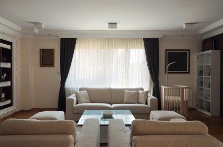Interior of a modern living room in white.  Standard-Bild