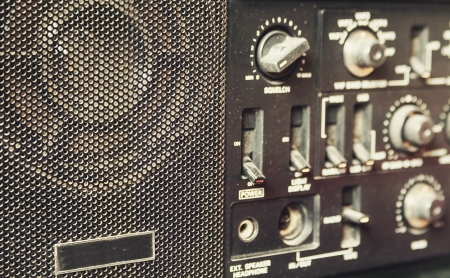 transmitter: Details of an old am radio receiver