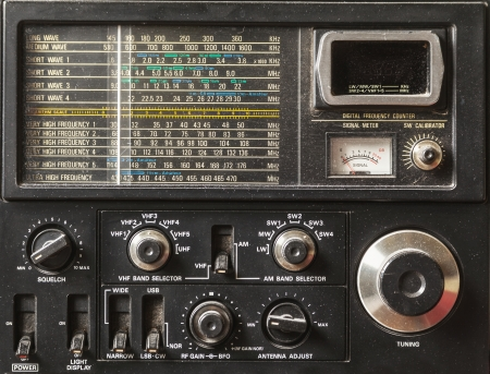 radio unit: Details of an old am radio receiver