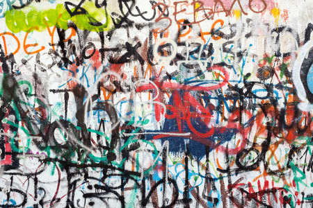 Graffiti as a wall texture, colorful and chaotic. Standard-Bild