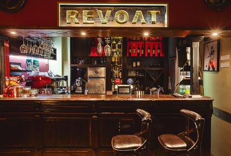 Cacak, Serbien - 17. August 2015: Interior Design eines Café. Retro-Stil mit modernen Ansatz. Editorial