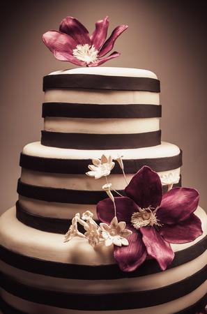 flores de cumpleaños: Detalles de una boda o una tarta de cumpleaños. Foto de archivo