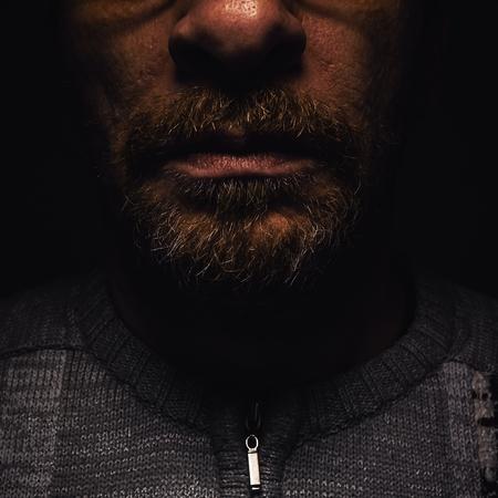 cuerpo hombre: Los detalles de la barba y la boca de un hombre de mediana edad.