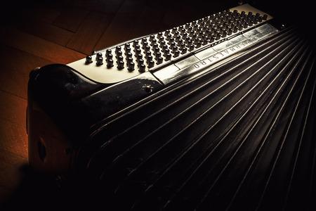 llaves: Cacak, Serbia - 23 de marzo, 2016: famoso acordeón italiano Mariano Dallapè & Figlio, modelo Supermaestro, año de fabricación 1964. Editorial