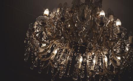 Kronleuchter Klein Vintage ~ Kronleuchter details vintage stil mit vielen kristallteilen und