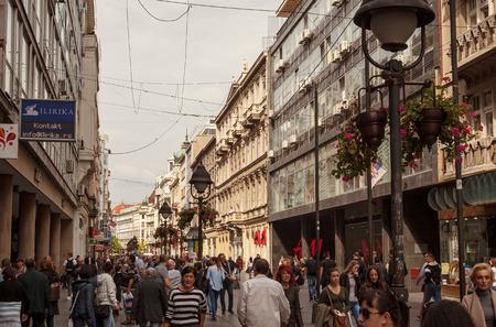 베오그라드, 세르비아 - 2017 년 9 월 26 일 : Knez Mihajlova 거리 낮, 오후 오후 장면.