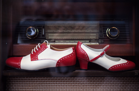 Closeup of female and male shoes, vintage style in red and white. Фото со стока - 89811587