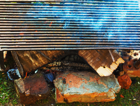 Burning fire under the barbecue, close-up view. Foto de archivo