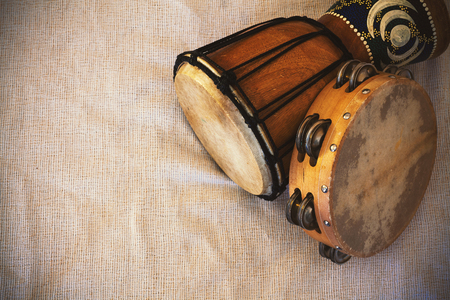 Details of an old wooden djembe and tambourine. Stok Fotoğraf