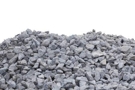 Montones de piedra triturada aislar en blanco. Foto de archivo