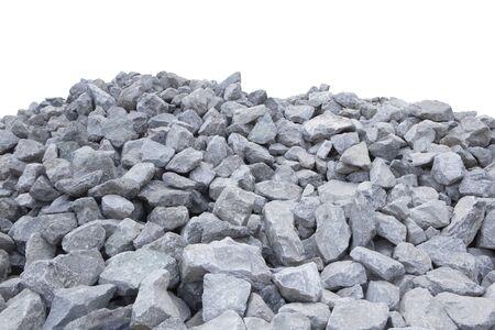 Des tas de pierre concassée isoler sur blanc.