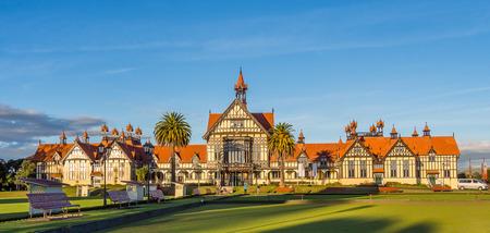 badhuis: Rotorua museum april, 23 2014: historische badhuis in Nieuw-Zeeland Redactioneel
