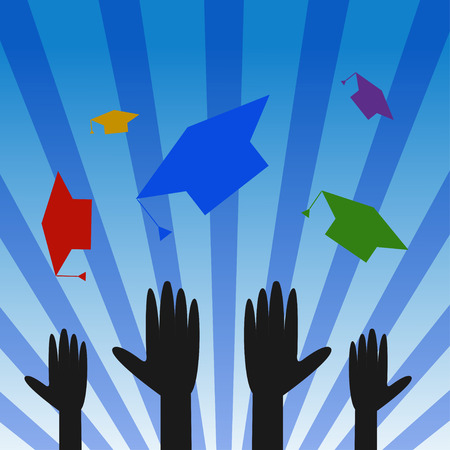chapeaux Graduation toss. Les diplômés célébrant jeter graduation coloré chapeaux dans l'air
