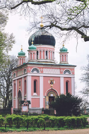 April, 12th, 2017 - Potsdam, Brandenburg, Germany. Russian orthodox church also known as Alexander Nevsky Memorial Church in Alexandrowka village in Potsdam. Example of Russian Revival architecture. 新聞圖片