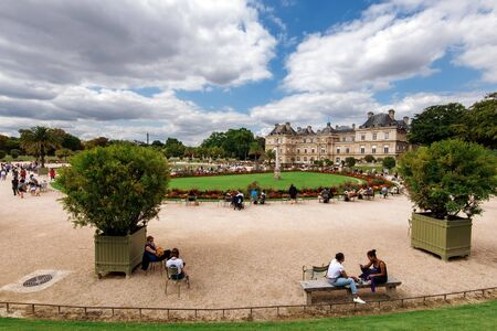 Paris, France - August 13, 2017. View of Luxembourg gardens and Luxembourg Palace, now is home to French Senate. Popular parisian landmark and public park with historic building and relaxing people. Archivio Fotografico - 127947949