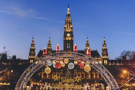 Vienna, Austria - December 24, 2017. Traditional Christmas market in front of the Rathaus City hall of Vienna. Xmas fair decorated with lights and Viennese town-hall on the Rathausplatz square. Publikacyjne