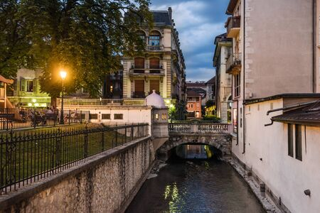 Annecy Thiou River Canals in Evening View 에디토리얼