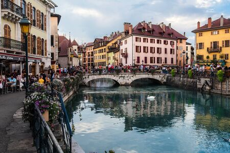 Annecy Old Town and Thiou River View 에디토리얼