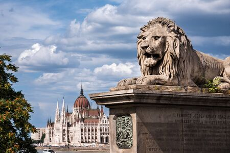 Budapest Parliament from Bridge with Stone Lion 에디토리얼