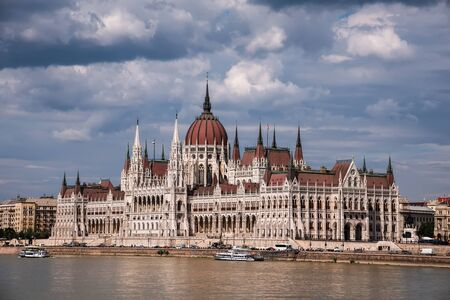 Budapest Parliament and Danube above Dramatic Sky 에디토리얼