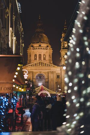 Christmas Budapest Night Traditional Christmas Fair Illumination 에디토리얼