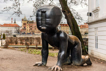 Crawling Giant Baby Statue in Prague 報道画像