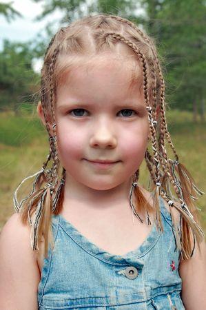 Retrato de un hermoso niño en el exterior Foto de archivo - 5184288