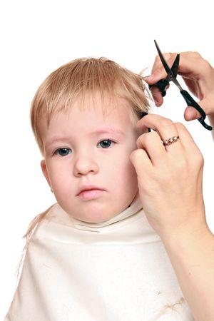 Women's hands, shearers scissors 2,5-year-old boy  스톡 콘텐츠