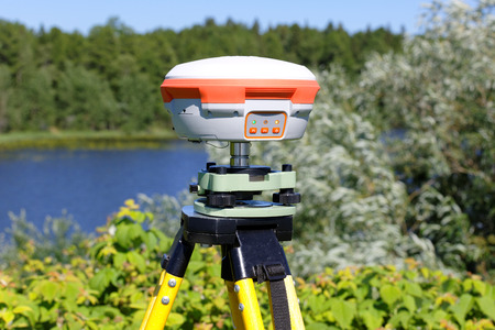 Geodetic receiver working autonomously in the field