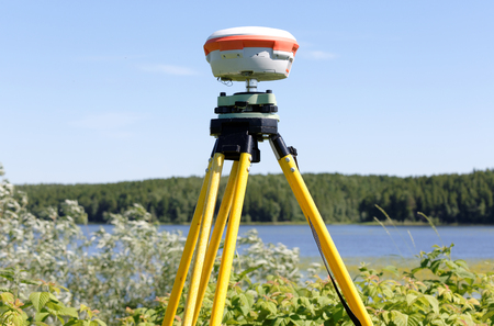 GNSS geodetic receiver works autonomously in the field