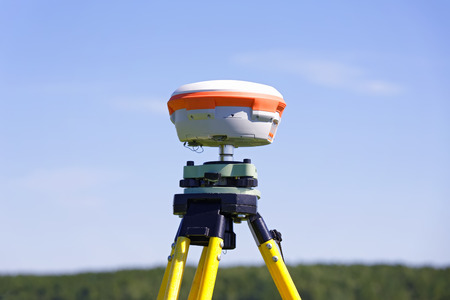 Modern geodetic receiver operates autonomously in the field