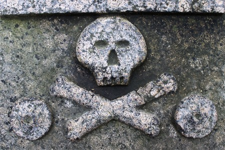 Skull and crossbones on a stone plate Stockfoto