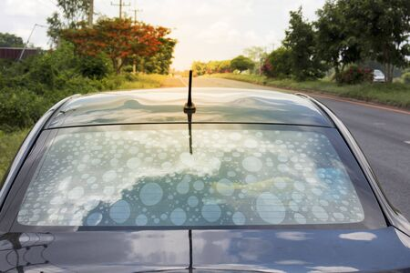 Non-standard auto-exposure glass filters cause bubbles to interfere with vision.Car decoration materials that help reduce the heat temperature in the cabin that should give priority to selection.