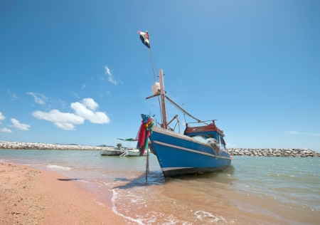 해변에서 낚시 보트 스톡 콘텐츠 - 14952657