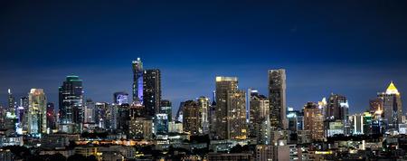 ミッドタウンの夜、タイ バンコクのパノラマ 写真素材 - 51506841
