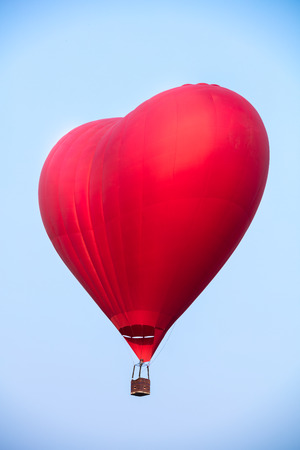 ballon: Red balloon in the shape of a heart against the blue sky