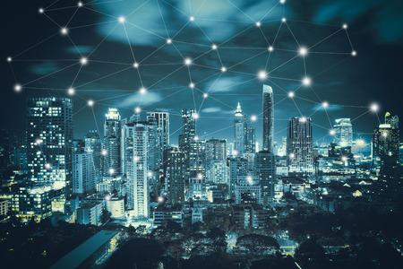 스마트 도시 및 무선 통신 네트워크, 추상적 인 이미지 영상, 블루 톤 도시 풍경 및 네트워크 연결 개념
