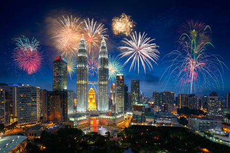 Ohňostroj nad městem Kuala Lumpur, Malajsie panorama