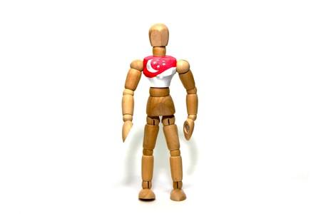 marioneta de madera: marioneta de madera con la bandera de Singapur en el cuerpo