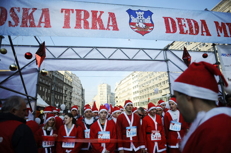 serbia xmas: SERBIA, BELGRADE - DECEMBER 29, 2013: Participants of the sixth annual Belgrade Santas Race on Dec. 29, 2013 in Belgrade, Serbia