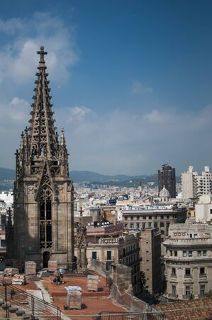 Skyline of Barcelona, breathtaking view from the rooftop of Cathedral of the Holy Cross in Barcelona, Spain Standard-Bild - 129176332