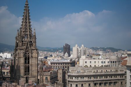 Skyline of Barcelona, breathtaking view from the rooftop of Cathedral of the Holy Cross in Barcelona, Spain Standard-Bild - 129176327
