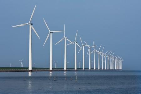 風車、オランダの海でミラーの長い行
