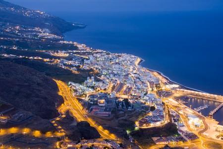 Stads gezicht bij nacht van Santa Cruz, kapitaal stad van La Palma, Canarische eilanden Stockfoto