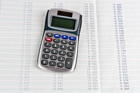 tabellare: Calcolatrice con una copia cartacea di cifre tabellare