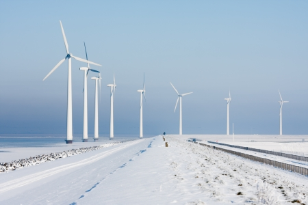 Long row of windturbines in a Dutch winter landscape Stockfoto