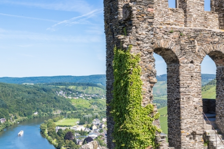 mosel: Ruins of Grevenburg castle above Traben-Trarbach, German Mosel valley Stock Photo