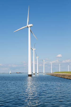 Wind turbines along Dutch coast near Urk Stockfoto