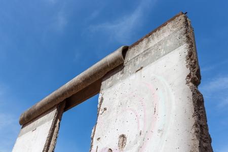ベルリンの壁の分離の東と西の部分のドイツの都市の遺跡