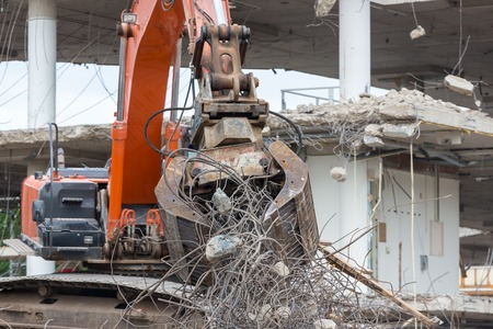demolishing: Demolition of a building with concrete floors and pillars